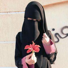 Hijab Niqab, Muslim Hijab, Beautiful Muslim Women, Beautiful Hijab, Hijabi Girl, Girl Hijab, Niqab Fashion, Islam Women, Cool Girl Pictures