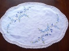 Gorgeous Vintage Hand embroidered Linen Traycloth or Centrepiece - Ref 3