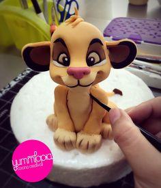 Simba by Yolkin Navarro Bolo Fondant, Fondant Cake Toppers, Fondant Cupcakes, Cupcake Toppers, Lion King Party, Lion King Birthday, Lion Cakes, Lion King Cakes, Cake Topper Tutorial