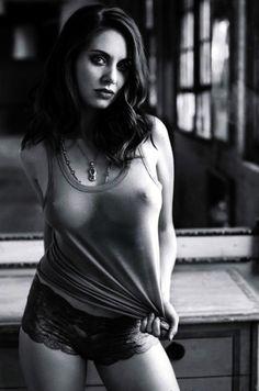 Allison Brie cold nipple pokies ( Photoshop enhanced)