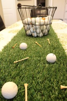 DECOR: Tabletop decor Using remnant astroturf for a runner with tees and golf balls Golf Centerpieces, Golf Party Decorations, Theme Sport, Golf Theme, Thema Golf, Golf Baby Showers, Tabletop, Golfball, Golf Wedding