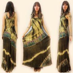Free size, $28. Link in bio to shop. ✌️  #heytiger #shopheytiger #vintage #vintageshop #vintagelove #vintageforsale #vintagefashion #vintagestyle #onlineshop #etsy #etsyseller #etsyshop #boho #hippie #gypsy #woodstock #grunge #festivalfashion #90s #60s #70s #tiedye #maxidress #springfashion #summerfashion #style #fashion #ooak