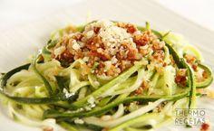 Espaguetis de calabacín con pesto rojo de tomates secos y avellanas - http://www.thermorecetas.com/espaguetis-de-calabacin-con-pesto-rojo-de-tomates-secos-y-avellanas/