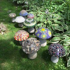How to Make Concrete Mushrooms – Craft projects for every fan! Garden Shed Diy, Diy Garden Projects, Garden Crafts, Craft Projects, Dream Garden, Garden Ideas, Home And Garden, Mosaic Garden Art, Glass Garden Art