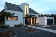 Eingangsbereich Nachtaufnahme : Minimalistische Häuser von Architektur Jansen