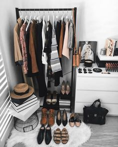 A peek inside the homes of 7 top influencers Closet Bedroom, Bedroom Inspo, Bedroom Decor, My New Room, My Room, Girls Apartment, Creative Closets, Deco Studio, Home Trends