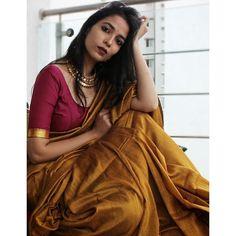Simple Sarees, Trendy Sarees, Stylish Sarees, Sari Dress, Saree Blouse, Dress Indian Style, Indian Wear, Indian Dresses, Saree Poses