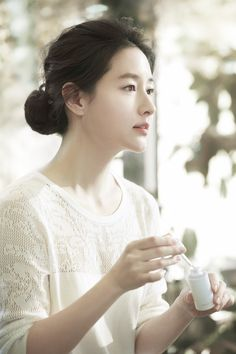 JOYCE Beauty has recently launched highly acclaimed Korean actress Lee Young Ae's namesake skincare brand, Lya. Korean Beauty, Indian Beauty, Lee Sun, Asian Girl, Korean Girl, Kim Young, Yoo Ah In, Girl Inspiration, Korean Celebrities
