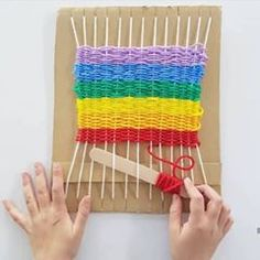 If the rain keeps up, we are going to need some indoor activities this weekend! ❤️ this one from DIY WEAVING LOOM Easy Crafts For Kids, Diy For Kids, Cool Kids, Craft Stick Crafts, Yarn Crafts, Weaving Loom Diy, Weaving For Kids, Idee Diy, Weaving Projects