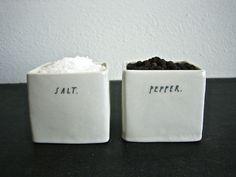 Ma découverte du jour est une artiste qui travaille l'argile avec   beaucoup de simplicité pour créer de la vaisselle comme j'aime.   Il s...