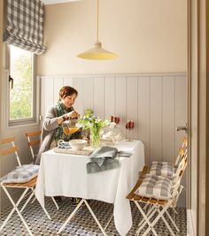 La cocina más pequeña | El Mueble Revista | Pavimento Palau Celeste | Vives Azulejos y Gres