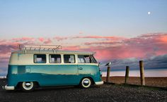sea view | Blue and White Volkswagen VW Bus pink sunset by the ocean | |re-pinned by http://www.wfpblogs.com/author/southfloridah2o/ ☆.¸¸.•´¯`♥◉★