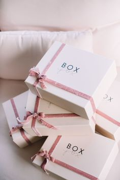 Attempting to locate enjoyable company presents to produce a clientele to compliment your group? We've got the foremost exceptional variety. Clothing Packaging, Jewelry Packaging, Gift Packaging, Packaging Design, Box Branding, Packaging Ideas, Paper Bag Design, Creative Gift Wrapping, Luxury Packaging