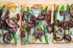 Green Bean, Mushroom and Caramelized Onion Tart Recipe : A green bean and caramelized mushroom puff pastry tart with blue cheese. Puff Pastry Recipes, Tart Recipes, Brunch Recipes, Vegetable Recipes, Appetizer Recipes, Warm Appetizers, Vegetable Tart, Dinner Recipes, Healthy Recipes