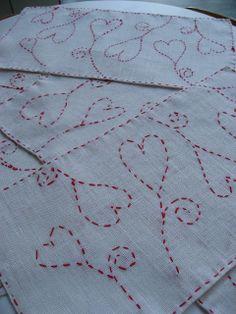 Joululiina juuttikankaalle: kaavapaperi neulataan kiinni ja kirjotaan…