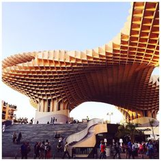 Mon amie et moi avons trouvé que le #MetropolParasol ressemblait à des gaufres ou des alvéoles de ruches non ? ---  To my friend and I the Metropol Parasol in #Seville looks like #waffles or alveoli in a beehive !  #travelphotography #traveltheworld #spain #igersspain #igerssevilla #sevilla #traveltuesday #europe #travelblogger #instatravel #passionpassport #explore #exploreeverything #exploremore #blog #neverstopexploring #lonelyplanet #view #streetphotography #streetview #street #latergram…