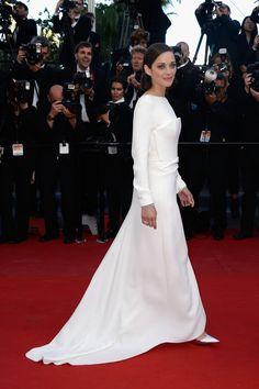 #MarionCotillard, otra vez la protagonista de la #alfombraroja, vestida de blanco a lo diva clásica, prensentando The Inmigrant.