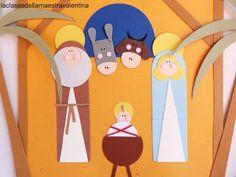 Beh, una busta si presta bene come capanna e dentro alla capanna non potevano non esserci Gesù, Giuseppe e Maria... bue e asinello. ...