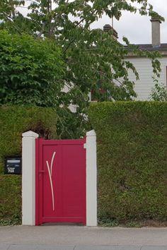 Dudi, portail battant (existe aussi en coulissant) #rouge (RAL 3004) #portail #aluminium