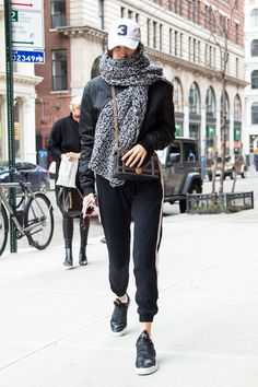 Bella Hadid Out in New York 01/28/2017. Celebrity Fashion and Style | Street Style | Street Fashion