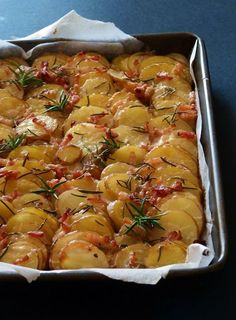 Candy's: cheese, bacon and new potatoes Side Dish Recipes, Veggie Recipes, Dinner Recipes, Cooking Recipes, Healthy Recipes, Good Food, Yummy Food, Hungarian Recipes, Potato Dishes