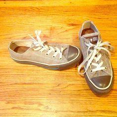 Brown plaid converse Brown and white plaid converse. US 6. Good shape. Converse Shoes