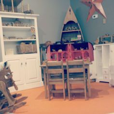 #HappyFriday! It's almost play time! If you're looking for something to do this weekend stop by our #Sarasota store to check out our selection of #Amish #Handcrafted #Furniture. Don't forget to scope out our selection of #woodentoys. They make great #holidaygifts for #littleones. #DutchCrafters #srq