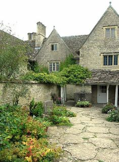 Kelmscott Manor by Rictor Norton David Allen Landscape Design Small, Modern Garden Design, Beautiful Buildings, Beautiful Homes, Beautiful Places, English Manor Houses, English Cottages, Fairytale Cottage, England