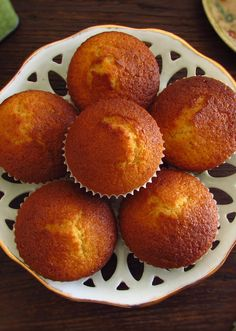 Going to invite friends for snack and want to prepare something light and delicious? Make these tasty milk muffins, they are easy to prepare, have. Portuguese Desserts, Portuguese Recipes, Mini Cakes, Cupcake Cakes, Baking Recipes, Dessert Recipes, Yummy Food, Tasty, Bread Cake