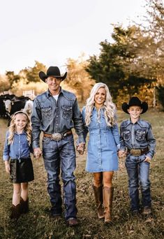 Western Family Photos, Country Couple Pictures, Cute Country Couples, Cute Family Pictures, Family Picture Poses, Family Picture Outfits, Cute N Country, Family Pics, Cute Couples Goals