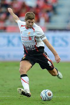 Steven gerrard. #soccer #liverpool #EPL http://www.pinterest.com/TheHitman14/sports-usa-world/