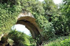 El Aqua Marcia en el Ponte Lupo (Gallicano). Refuerzos con arquerías laterales adosadas de ladrillo.