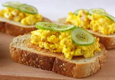 Adding a touch of turmeric spice to your meals is a healthy idea - start with a Turmeric Egg Salad Sandwich! Egg Recipes, Salad Recipes, Cooking Recipes, Chicken Recipes, Turmeric Recipes, Turmeric Spice, Egg Salad Sandwiches, Turmeric Health Benefits, Easy Asian Recipes