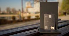 A jövő prémium bankkártyái a személyre szabottabb szolgáltatások mellett egyre nagyobb hangsúlyt fektetnek az impozáns külsőre is. Cikkünkben izgalmas példákkal szemléltetjük, hogy a bankkártyák már nemcsak egyszerű fizetőeszközként szolgálhatnak, hanem divatos kiegészítőként az önkifejezésünket is teljesebbé tehetik. Iphone, Content, Design