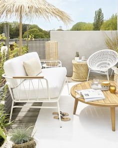 From alfresco dining areas and outdoor living rooms to peaceful green terraces, transform your elevated outside space with these beautiful balcony design ideas Garden Side Table, Garden Coffee Table, Outdoor Living Rooms, Outdoor Spaces, Outdoor Decor, Balcony Furniture, Outdoor Furniture Sets, Balcony Design, Balcony Ideas