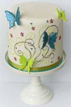 Bruidstaart met groene en blauwe vlinders