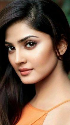 Beautiful Bollywood Actress, Most Beautiful Indian Actress, Beautiful Actresses, Cute Beauty, Beauty Full Girl, Beauty Women, Most Beautiful Faces, Beautiful Eyes, Indian Hair Cuts