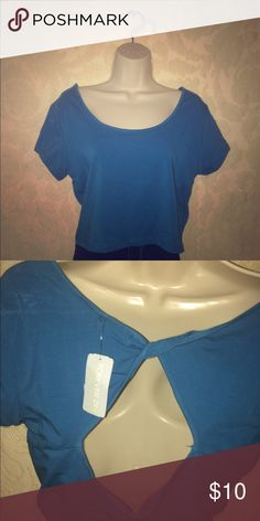 Plus size blue crop top Plus size XL blue crop top from Forever 21 brand new, tags still attached. Nothing wrong with it just not my color. Forever 21 Tops Crop Tops