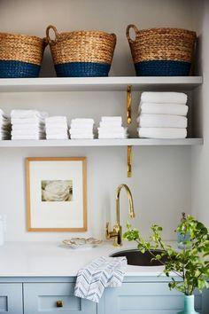 Nice 50 Farmhouse Laundry Room Storage Organization Ideas https://rusticroom.co/2382/50-farmhouse-laundry-room-storage-organization-ideas