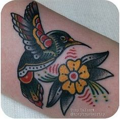 New humming bird drawing tatoo flower Ideas Mom Tattoos, Trendy Tattoos, Future Tattoos, Body Art Tattoos, Sleeve Tattoos, Tattoo Mom, Tatoos, Traditional Tattoo Hummingbird, Hummingbird Tattoo