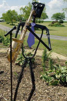 'Jazz Man' - welded scrap metal sculpture;  photo by junkart2009, via Flickr