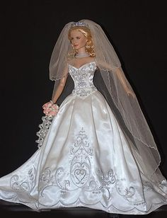 doll bridal gowns.   Franklin Mint Wedding Dress...1...3 qw