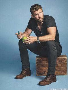 Chris Hemsworth, uno de los hombres del momento gracias a su película Thor: Ragnarok, ahora posa para el número de Noviembre de Men's Journal Magazine
