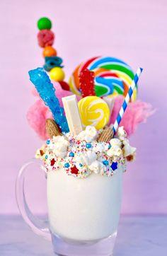 Disney Freakshake Ideas That You Want To Do Tonight night disney fre . Cakes and Cupcakes Cakes cupcakes Disney fre Freakshake Ideas night Tonight Candy Drinks, Yummy Drinks, Yummy Treats, Sweet Treats, Yummy Food, Dessert Sushi, Unicorn Milkshake, Crazy Shakes, Kreative Desserts