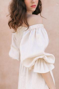 Olive Dress, Blouse Vintage, Puff Sleeves, Wedding Party Dresses, Maternity Dresses, Feminine, Ruffle Blouse, Dresses With Sleeves, Summer Dresses