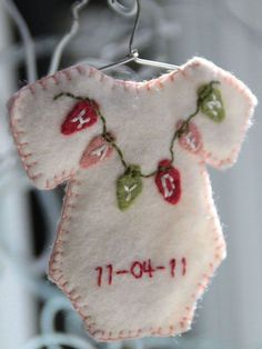 Cute idea for baby's first Christmas. SD - or to make/order now for then. I buy Christmas ornaments ever year for my grandsons. When they are decorating their first Christmas tree, they will have a good collection with, hopefully, good memories. Baby Christmas Ornaments, Noel Christmas, Handmade Christmas, Christmas Decorations, Christmas Onesie, Button Ornaments, Homemade Decorations, Christmas Gifts, Baby Crafts
