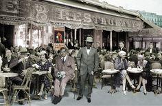 Barcelona, Maison Dorée (Plaza Catalunya,7), primavera 1916, Arthur Cravan, sentado (Fabien Avenarius Lloyd) y Jack Johnson, de pie a su lado (Arthur John Johnson).