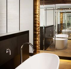 we do design.pl - Lifestyle Interior Design : Paris St Honore infinity mirror effect, mirror cabinet, standing bath tub, glamgrass