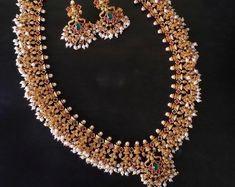 Sabyasachi Tikka Maang TikkaKundan Jewelry | Etsy Maang Tikka Kundan, Pakistani Jewelry, Indian Jewelry Sets, Indian Earrings, Sabyasachi, Temple Jewellery, Beautiful Gift Boxes, Photo Jewelry, Statement Jewelry