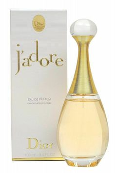 Very classic Dior perfume. You don't need to show people the brand on the bottle. The bottle it self tells story. Perfume Dior, Best Perfume, Perfume Carolina Herrera, Cristian Dior, Perfume Diesel, Perfume Collection, Fragrance Parfum, Fragrance Mist, Tips Belleza